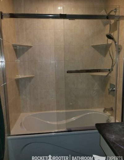 Tub_Conversion_with_Sliding_Doors_Winnipeg_Rocketrooter_Bathroomexperts_01