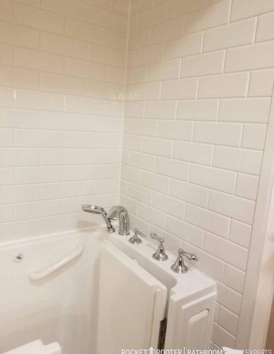 Walk_In_Tub_in_Oakbank_Winnipeg_Rocketrooter_Bathroomexperts_08