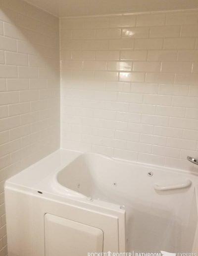 Walk_In_Tub_in_Oakbank_Winnipeg_Rocketrooter_Bathroomexperts_09